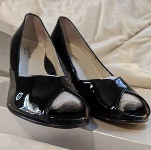 Taryn Rose Daelyn black patent leather wedges